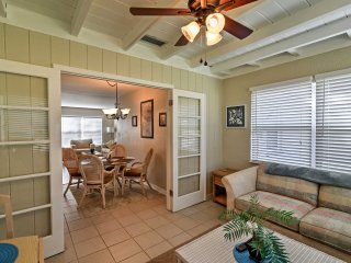 Bright Seminole House w/Yard - 20 Mins to Beaches!