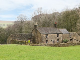 SLACK HALL, open-plan, countryside, enclosed gardens, in Chapel-en-le-Frith