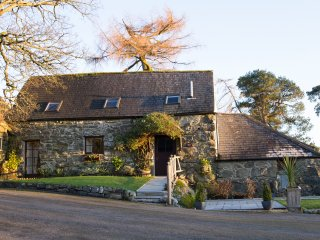 STABLE NOOK, exposed wooden beams, countryside views, Bala 3 miles, Ref 971762