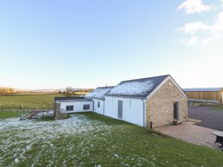 THE BARN, open plan, en-suite bedrooms, countryside, in Usk, Ref. 952347