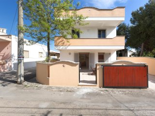 904 Small villa with sea view in Torre San Giovanni