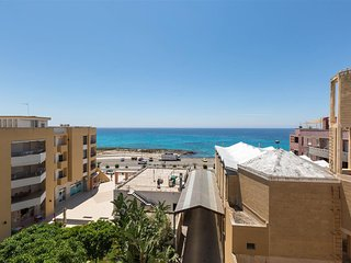 946 Apartment with sea view by the beach of Gallipoli
