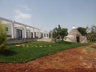 Villa vista mare con trullo e piscina