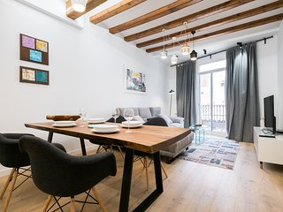 Luxury 2BR Apartment in the core of El Gotic