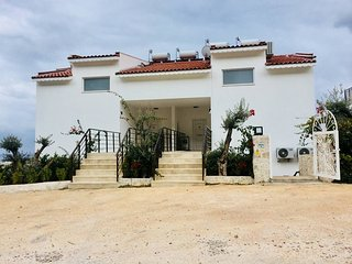 Stunning 3 bed apartment with own roof top pool and amazing sea views