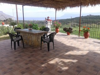 ' Gramvousa's filoxenia apartment '(a big appartment with a huge yard and view)