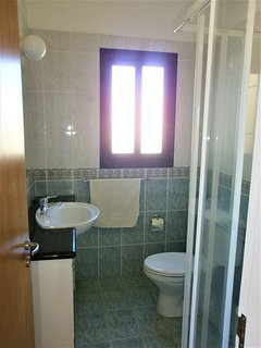 Master bedroom en-suite shower room