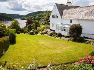 Detached Holiday Cottage with Beautiful River Views