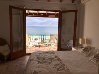 Delux 2 bed house sunny terrace Panoramic Sea Views Prime location walk to beach