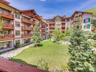 Ski-in/out condo w/ mountain view, shared hot tub, pool & resort amenities!