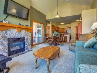 Ski-in/ski-out condo with shared hot tub, pool & more - awesome views!
