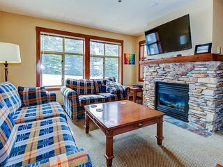 Lovely Powderhorn condo with shared hot tubs, a pool & gym!