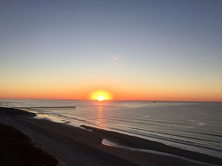 SUNRISE POINTE OCEANFRONT, SUN, SAND AND FUN!