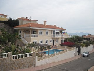 Near The Beach Luxury 4 Bed Family Villa with Private Pool, Wi-Fi and Air Con.