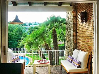 Casa con 4 dormitorios, jardín y piscina a 5 minutos de Sitges