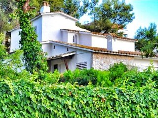 Casa con 4 dormitorios, jardin y piscina a 5 minutos de Sitges