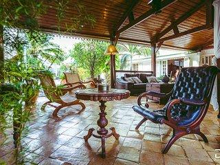 Villa standing piscine&Spa, charme creole dans village bord de mer Etang Sale