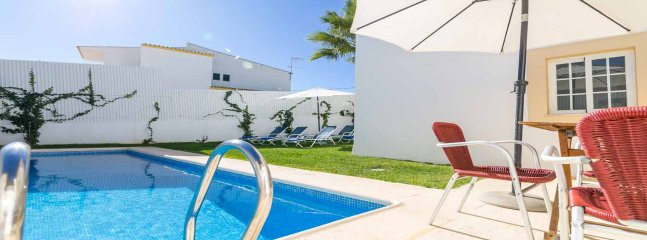 Fantastic Villa, private heatable pool, short walk to the beach and amenities