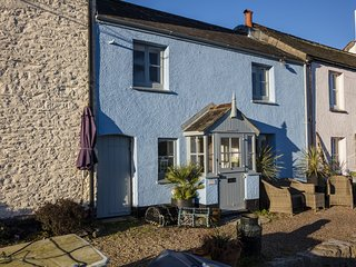 Quayside Cottage in a Beautiful South Devon Village