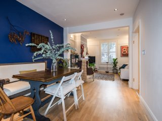 Modern family home w/ garden in Chiswick - Great Location & Transport Links