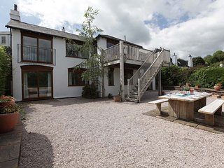 Large Modern Holiday Home a Stones Throw From the River