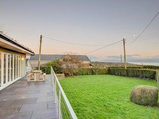 Awelfryn: Sea views, Woodburner and close to the Coastal Path & Beaches - BOW04