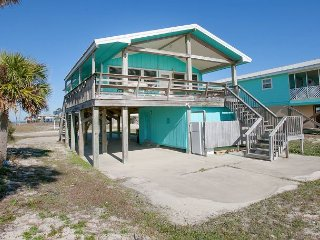 Charming 3BR Beach House w/ Deck & Grill - Steps to the Gulf, Near Marina