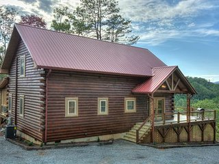 Luxurious Smoky Mtn cabin 10 min to NOC Tsali 15 min to Great Smoky Mtn Railway