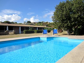 Villa 50 rose with pool in Residence close to the sea