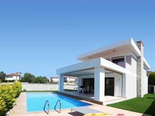 Haus mit eigenem Pool in toller Lage AlacatI an der Westkuste der Turkei