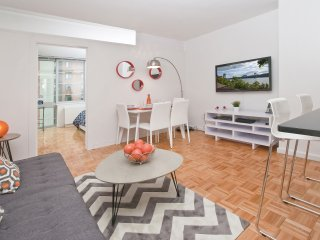 Luxurious 2 Bed 1 Bath by Central Park, Broadway Shows, Lincoln Center and more.