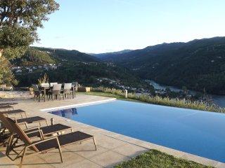 Casa De Ribadouro - Douro Valley 1 hour from Porto