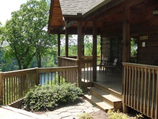 Deluxe Sugarbush Cabin, Lake Lure views, hot tub, game room, Jaccuzi, fireplace!