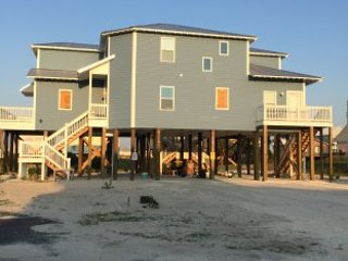 NEW BEACH HOUSE sleeps12-16 BEACH, BAY&POOL w/optional 1BDRM attached apartment