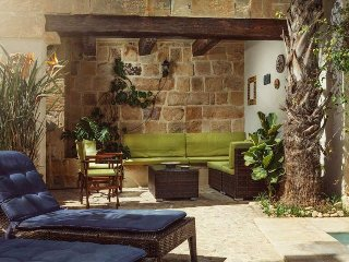 Il KIOSTRO 3 Bedroom Holiday Villa with Pool in the South East Coast of Malta