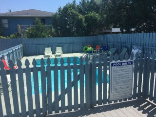 BREEZY - HEATED POOL OCTOBER THRU APRIL