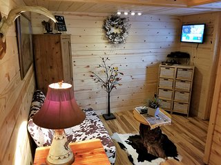 HORSE RANCH 'TINY HOUSE' GREAT LOCATION.......GREAT VALUE....AWESOME EXPERIENCE