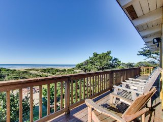Oceanfront, dog-friendly rental w/ gorgeous ocean views in a convenient location