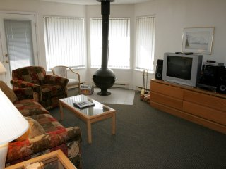 2 Bedroom Suite at Villas Foxglove by ResortQuest, Whistler BC