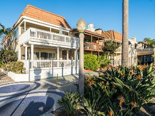 Duplex located on the Boardwalk walk to the beach and bay - gorgeous views