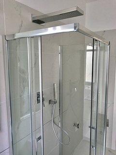 Take a fresh shower after a day around Venezia!