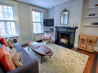 Renovated Sunny Beacon Hill, Boston 1 Bedroom