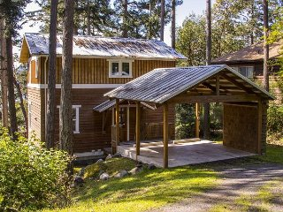 Orcas Island Gem - Walk to Town & the Community Beach, Filtered Ocean Views