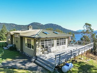 Lois Lane Exclusive - Secluded Setting with Sweeping Views of Eastsound!