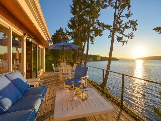 Oceanfront Sun Bright Le Reve - Stunning Waterfront Home on San Juan Island!