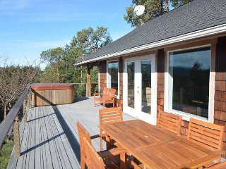 Private, Sunny, New, with Hot Tub, Fenced Yard for Fido, and Near Town!