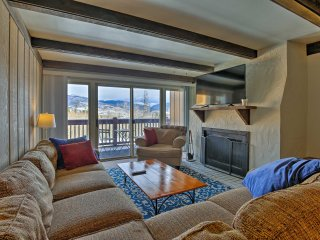 Cozy Silverthorne Condo w/Mtn Views -5Mins to Town