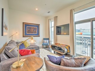 Modern Apt. w/City View - 2 Mi. to DT Nashville!