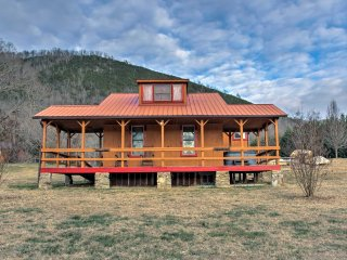 NEW! 1BR Hot Springs Cabin w/ Hot Tub & Views!