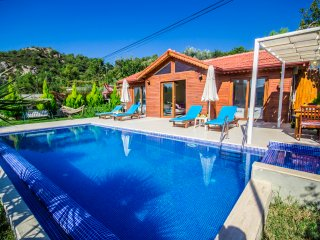 Secluded Timber Two bedroom Villa Ideal for Small Families and Honeymooners